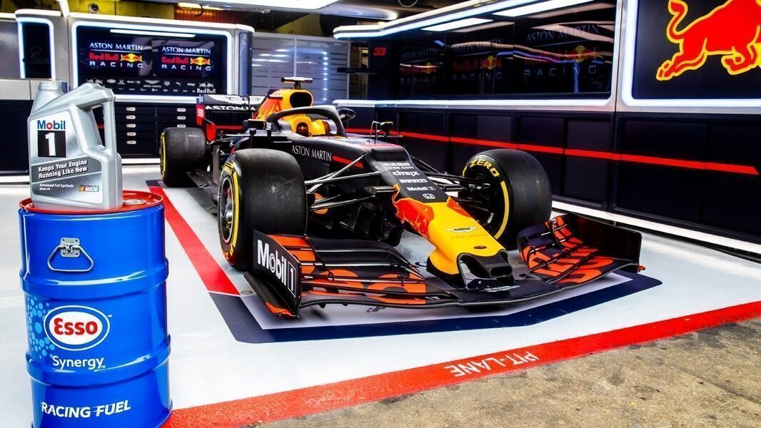 Partnership renewal Aston Martin Red Bull Racing and ExxonMobil